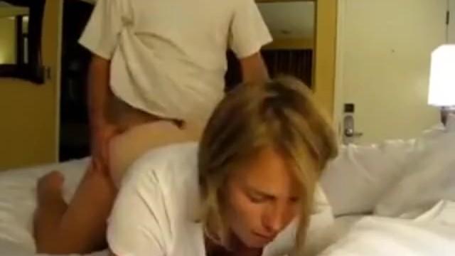Тетка хотела помастурбировать но племянник пришел и трахнул ее как суку