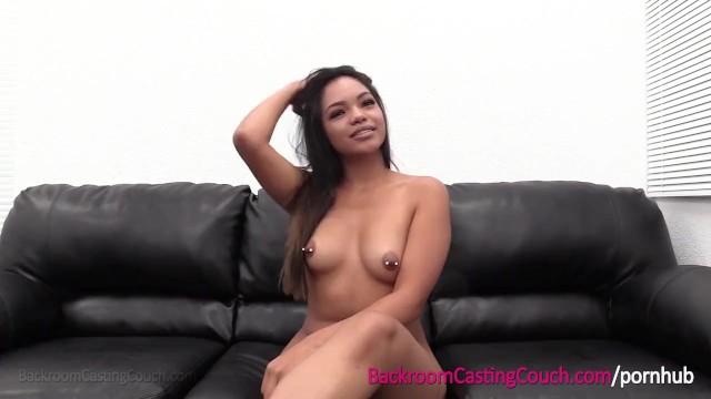 Ахуенно красивая азиатка с пирсигом в сосках на анальном кастинге