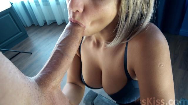 Потрясающий отсос от горячей русской блондинки