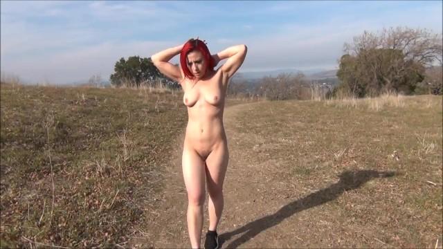 Прогулка голышом в поле
